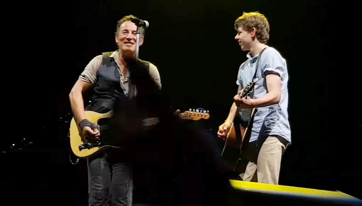 Bruce Springsteen interrompe il concerto per realizzare un sogno