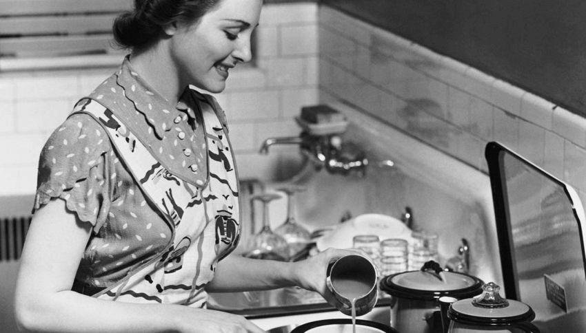 """""""La domenica la moglie deve servire il marito"""". È polemica"""