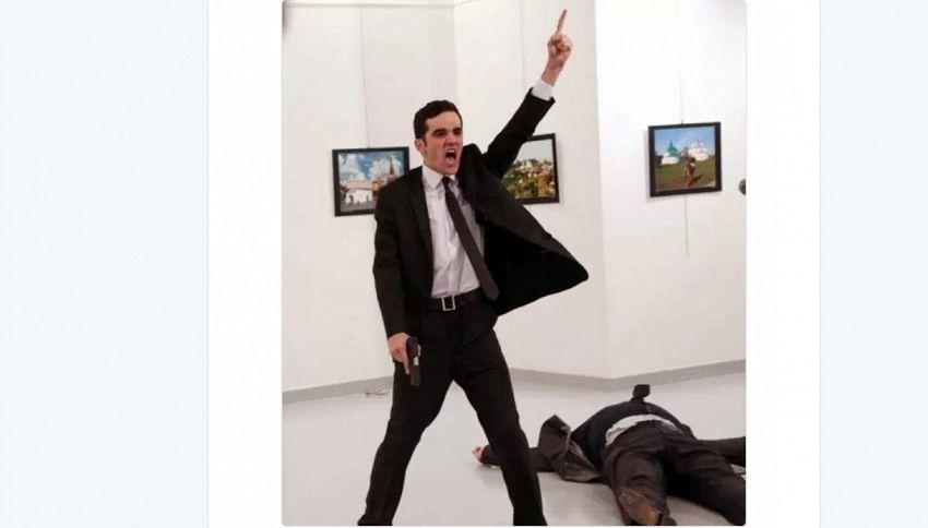 Omicidio alla mostra: ecco la foto dell'anno