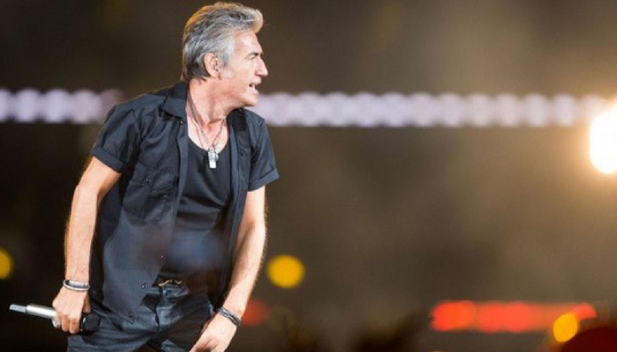 Buon compleanno Ligabue: il rocker compie 57 anni sul palco