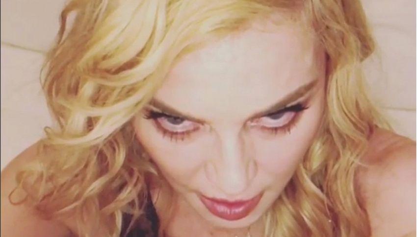 Malata e con due occhiaie da paura: ecco gli auguri di Madonna