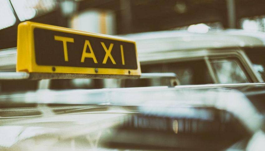 Quando è nato il primo taxi a motore?