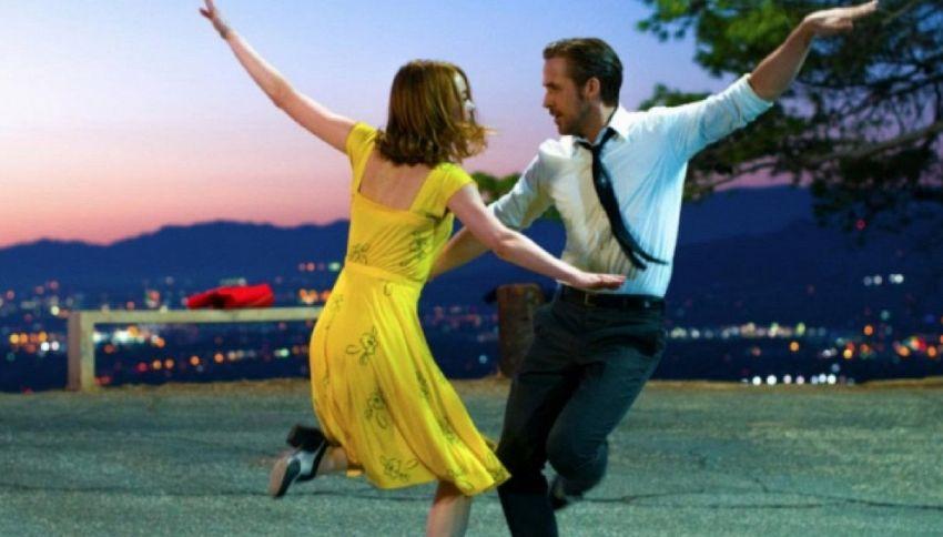 """Riproduce una scena di """"La La Land"""" per invitare al prom la Stone"""