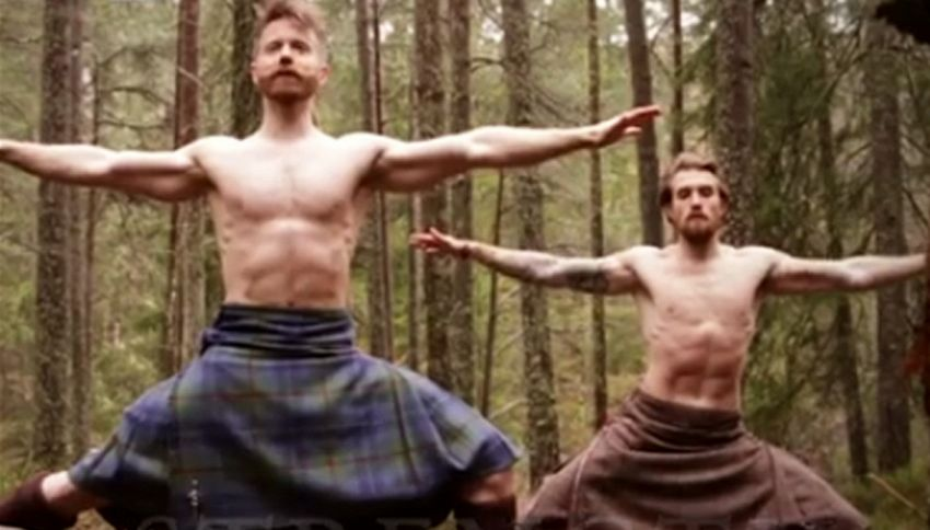 Questo video di yoga in kilt vi stupirà