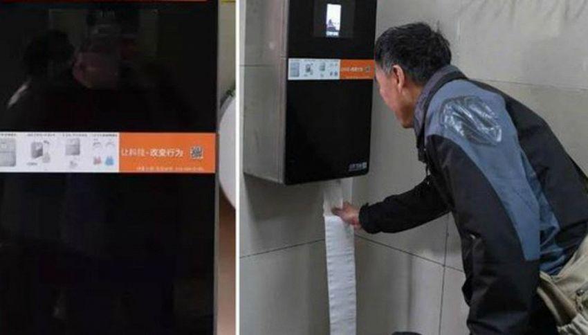 Cina, troppi furti di carta igienica: scanner facciali nei bagni