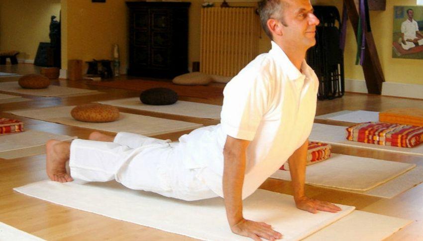 5 esercizi yoga sul Chakra del cuore