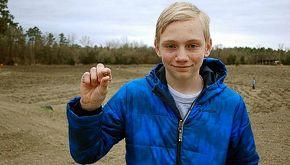 14enne trova un diamante mentre passeggia nel parco