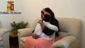 Il commovente abbraccio tra mamma e figlia dopo 5 mesi