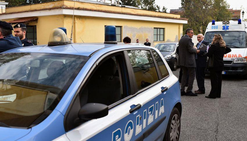 Poliziotta incinta sventa scippo e ferma rapinatore