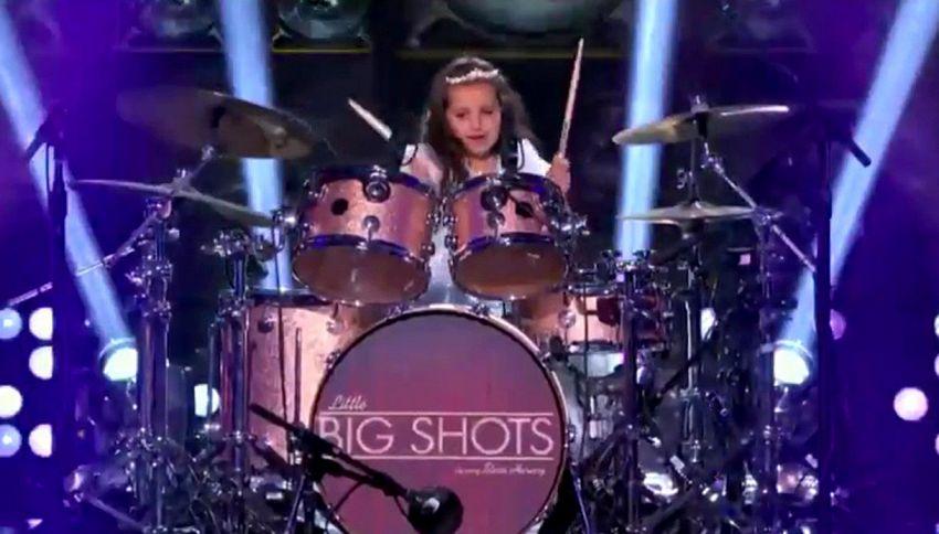 Piccolo fenomeno: ecco Eduarda, super batterista di sei anni
