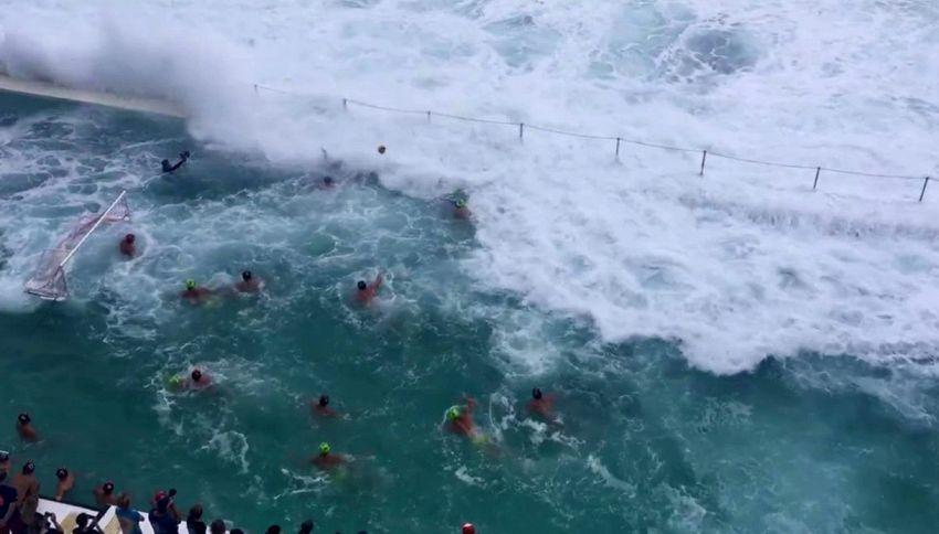 Pallanuoto nella tempesta: onde da paure in piscina
