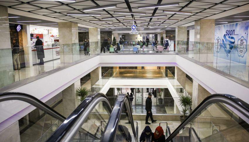 Scala mobile impazzisce, caos al centro commerciale