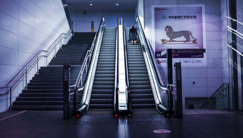 Scale mobili, stare fermi è più veloce che camminare, ecco perché