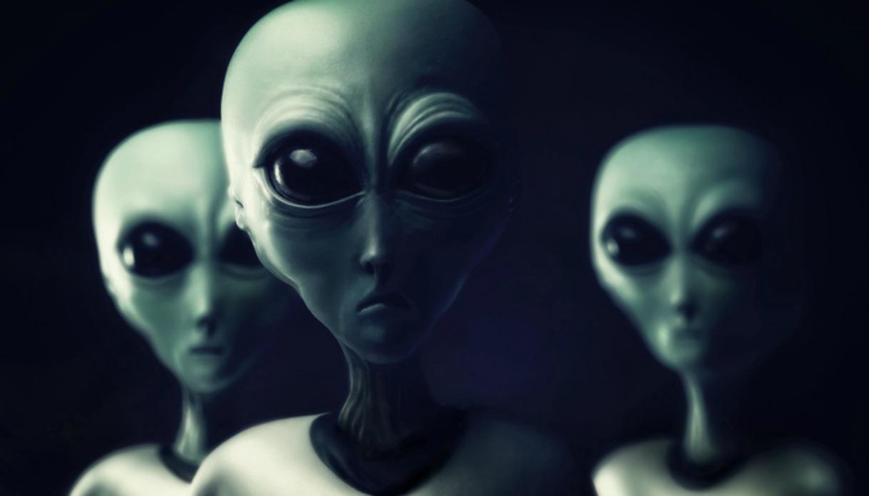 Gli alieni ci osservano  Alieni