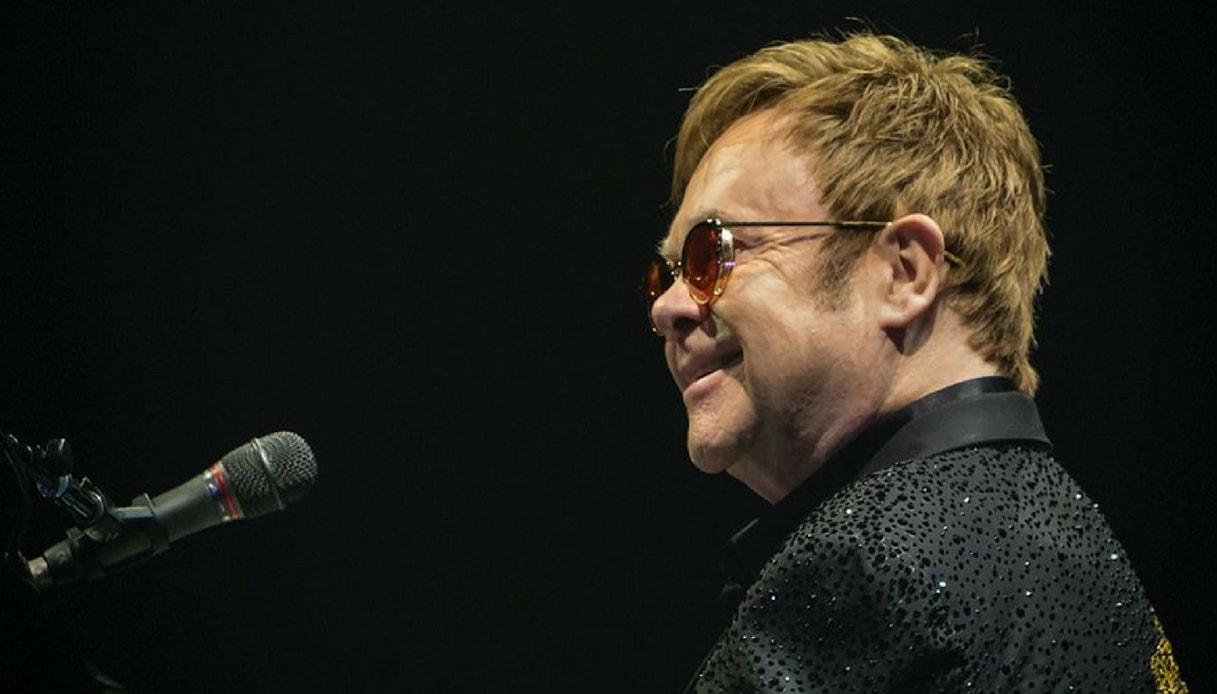 """Elton John annulla tutti i concerti: """"Ha rischiato di morire"""""""