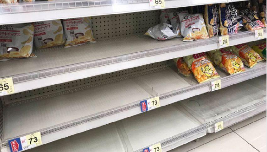 Scaffali senza patatine: giapponesi in crisi (di panico)