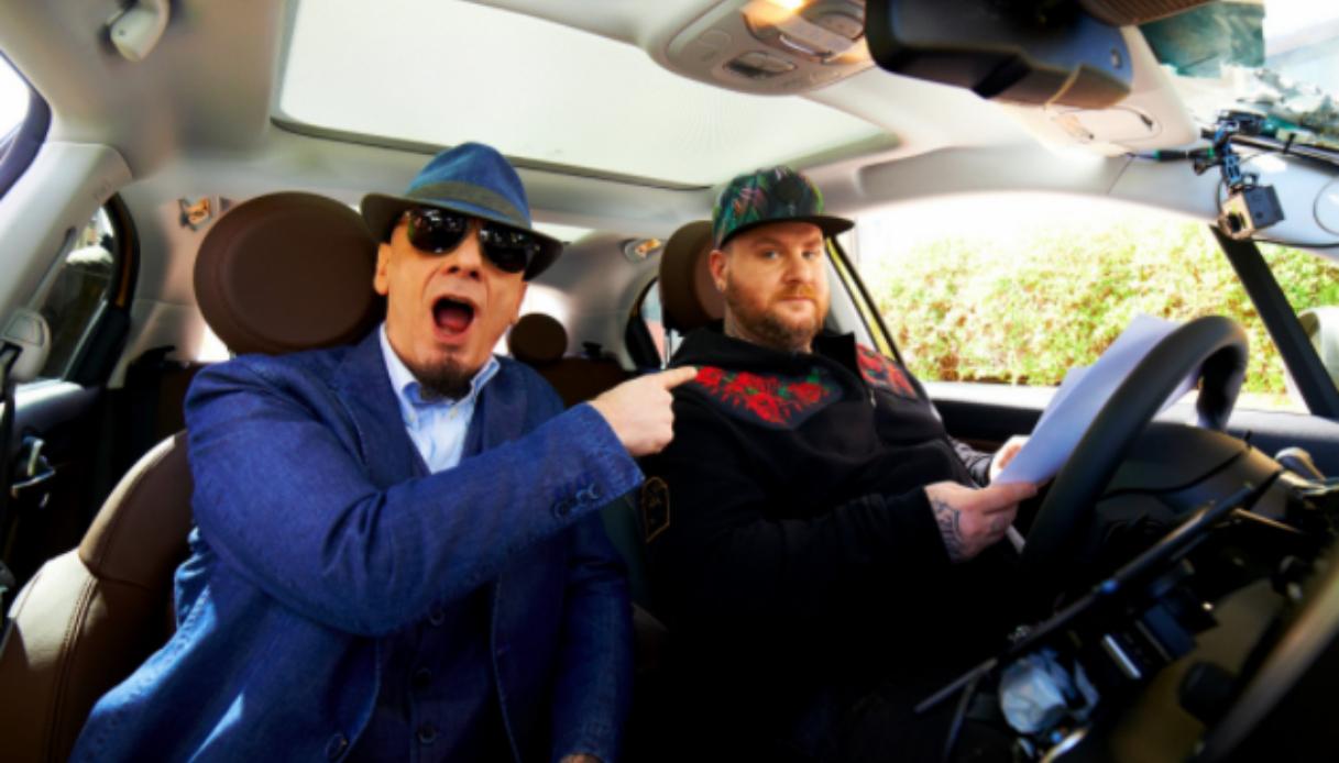 Il viaggio di Carpool Karaoke mediaset, alla guida Jake la Furia