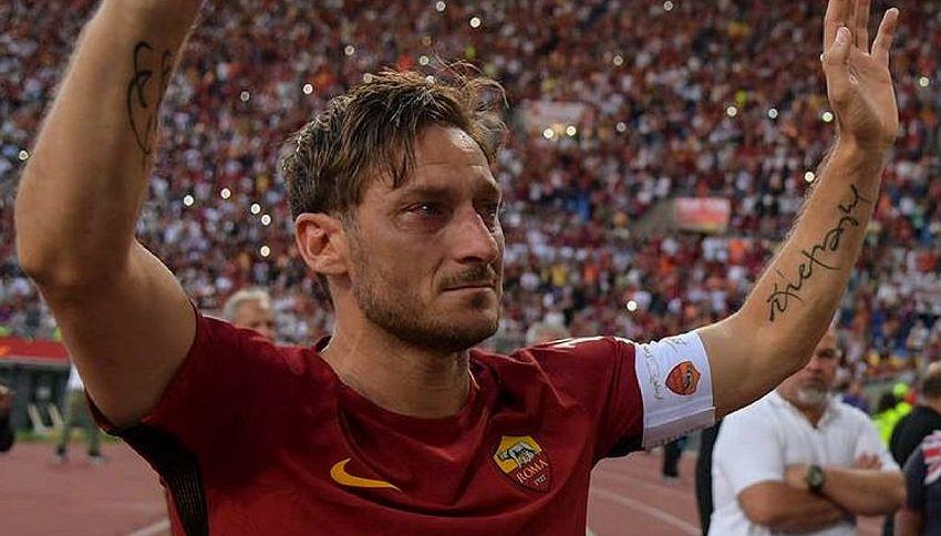 La maglia con il numero 10 di Totti verrà spedita nello spazio