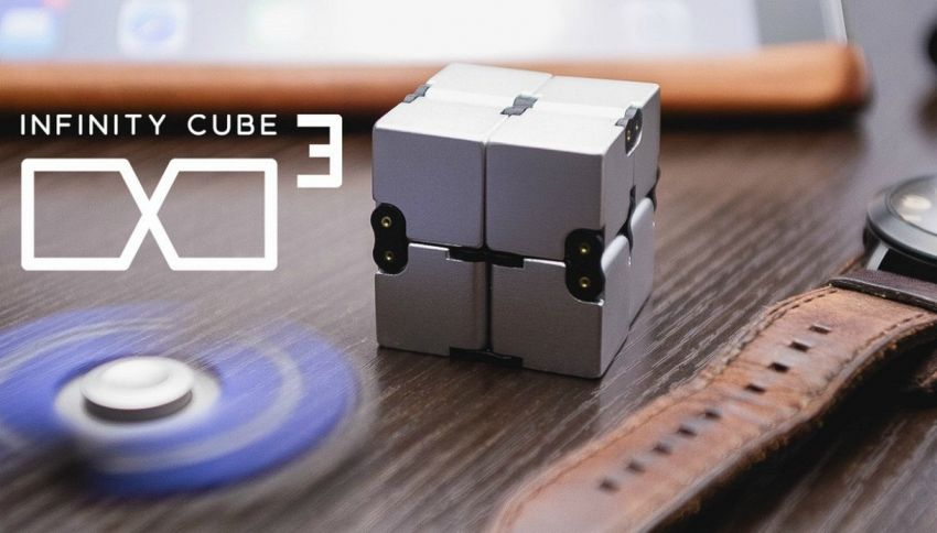Infinity Cube, ecco come funziona l'erede del fidget spinner