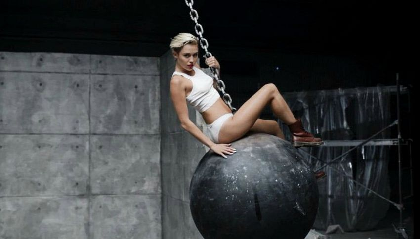 "Miley Cyrus nuda in ""Wrecking Ball"": ""Un incubo"""