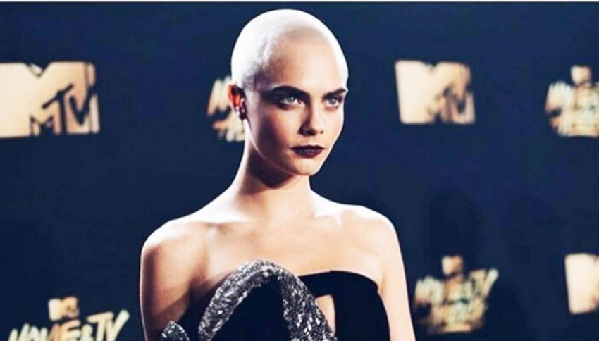 Cara Delevingne calva: look estremo sul red carpet
