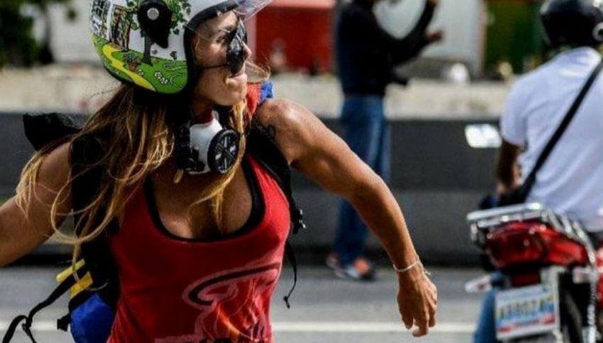 Caterina, la Wonder Wonder del fitness in piazza contro Maduro
