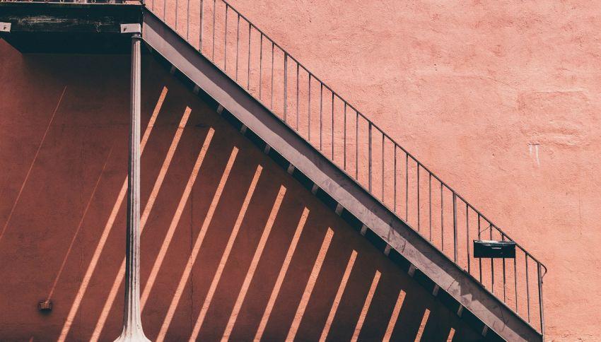 Perché passare sotto le scale portasfortuna?