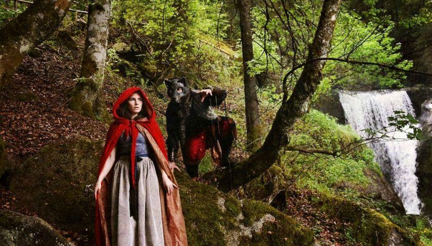Amanda Knox spunta sui social, vestita da Cappuccetto Rosso