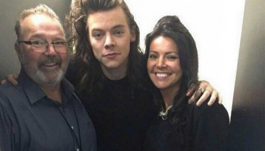 Grave lutto per Harry Styles: morto il patrigno Robin