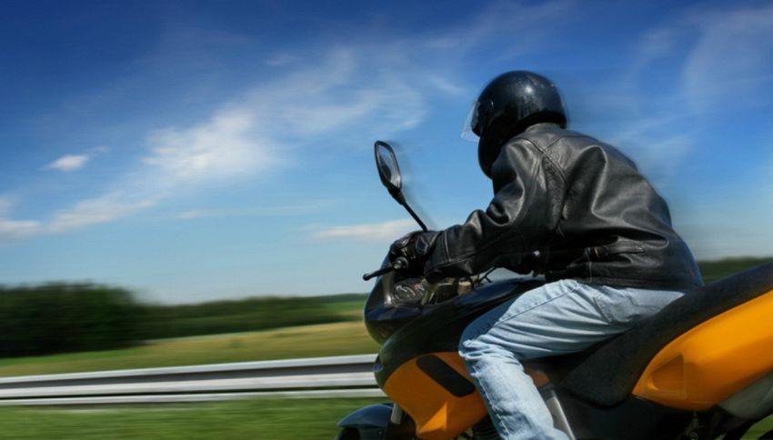Motociclista dimentica la moglie e se ne accorge dopo 40 km