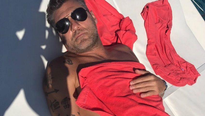 Bobo Vieri vittima di uno scherzo a Ibiza, per lui doccia gelata