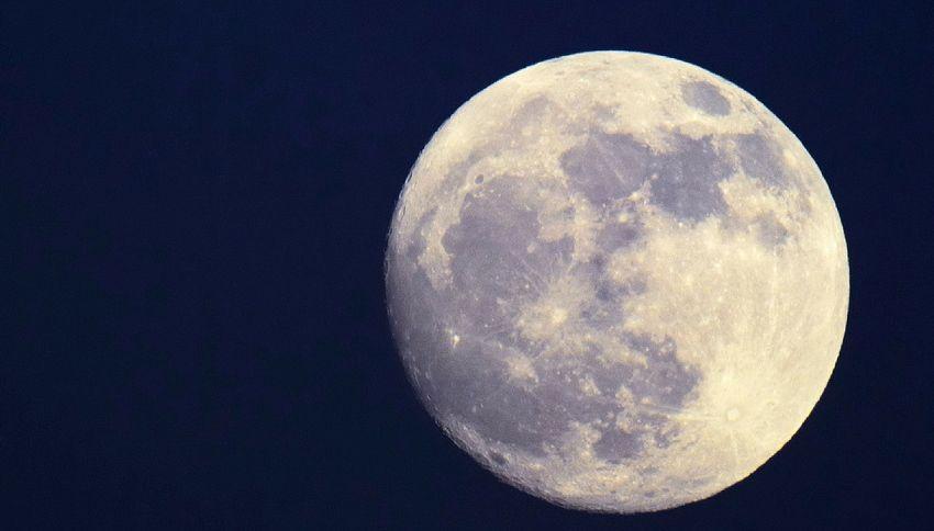 L'ultima scoperta sensazionale: la luna è piena d'acqua