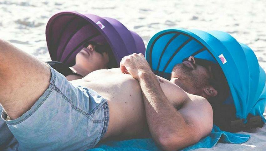 Shader: il nuovo cuscino da spiaggia per ripararsi dal sole