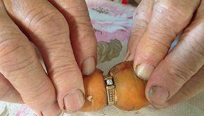 Perde anello di fidanzamento. Lo ritrova la nuora 13 anni dopo