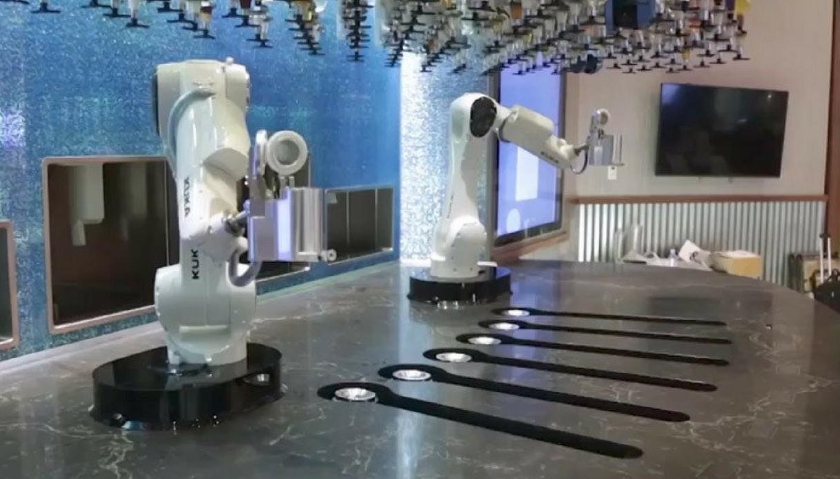 A Las Vegas i cocktail li preparano due robot (italiani)