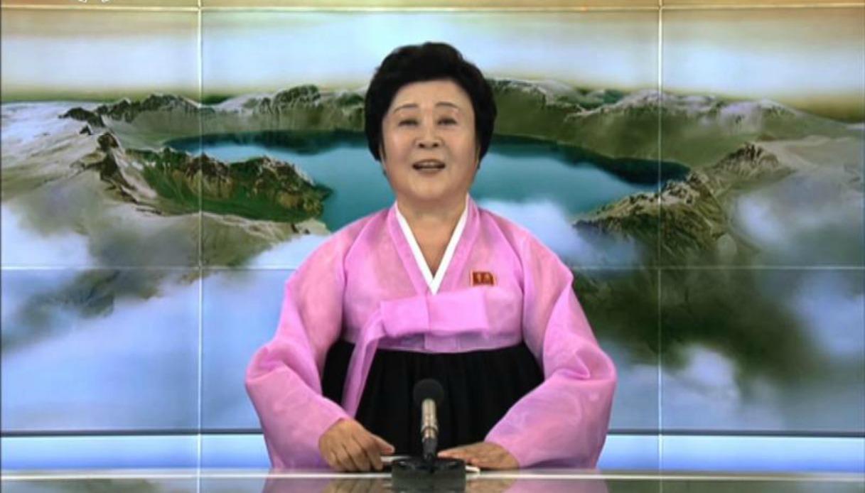 """La """"pink lady"""" della tv coreana che sta facendo impazzire il web"""