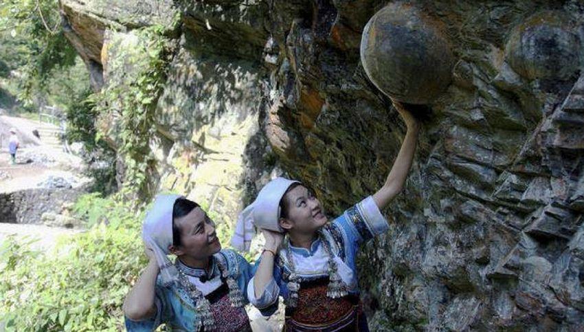 Cina, il mistero della montagna che produce uova
