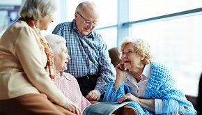 A Napoli i nonni coabitano in una casa contro la solitudine