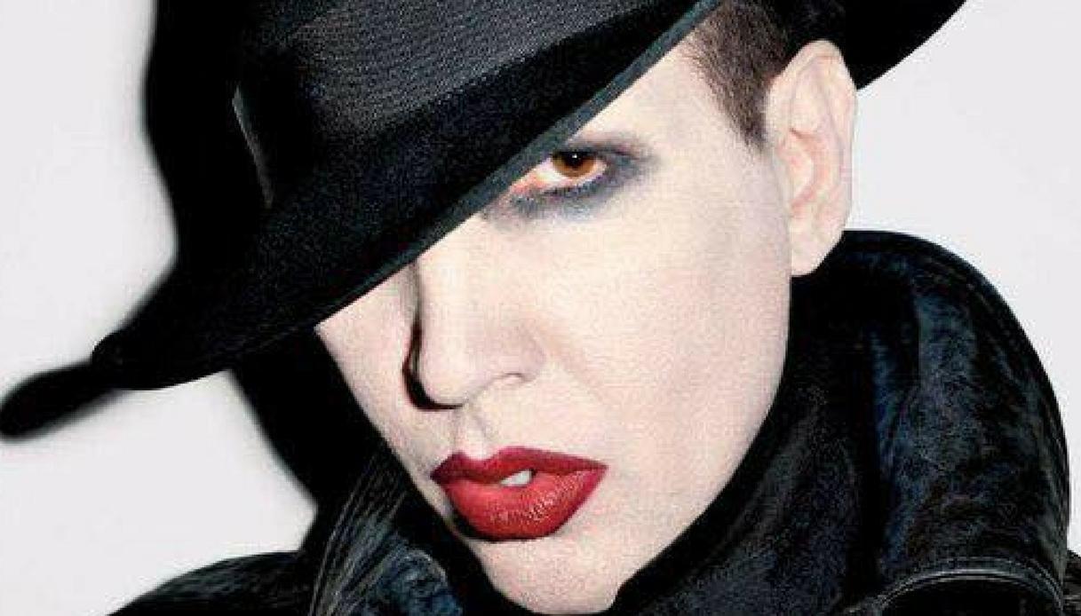 Crolla scenografia durante il concerto: paura per Marilyn Manson