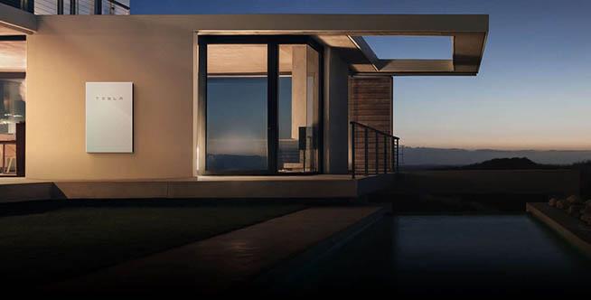 Il sistema integrato di Musk: elettriche, Solar Roof e Powerwall 2