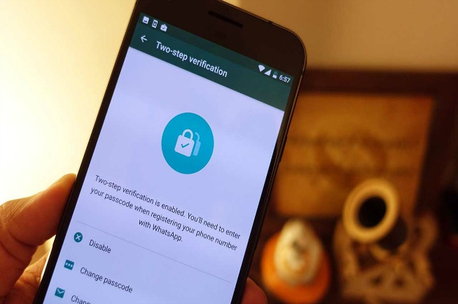 Autenticazione a due fattori WhatsApp