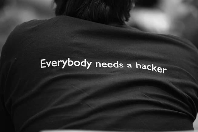 Hacker di spalle