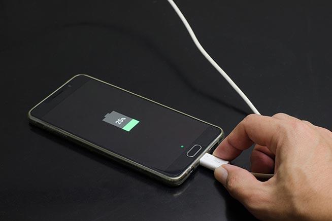 Smartphone in ricarica
