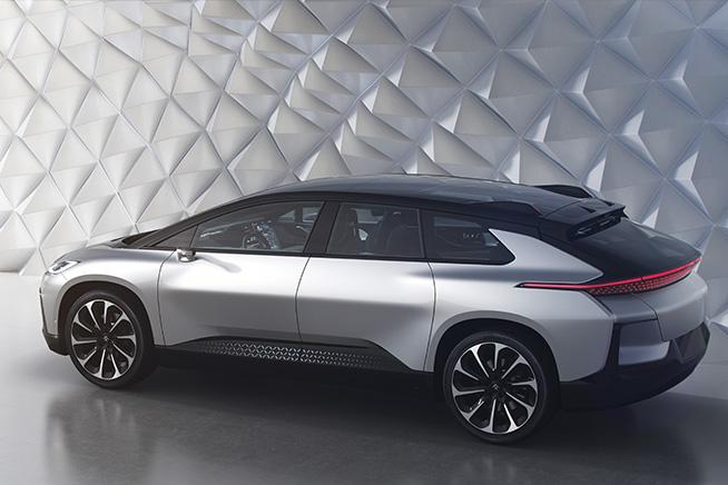 Faraday ha presentato al CES 2017 un'auto elettrica con un'autonomia di oltre 400 chilometri. Premi sull'immagine per scoprire come è fatta