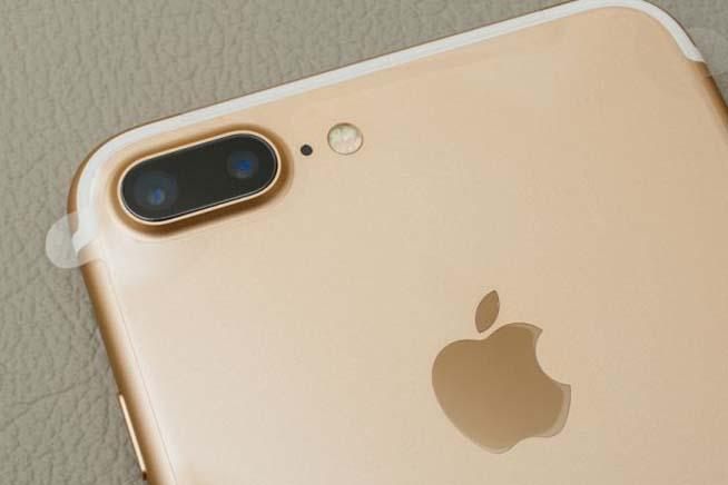 La doppia fotocamera sarà lo standard del 2017. premi sull'immagine per scoprire come sarà l'iPhone 8