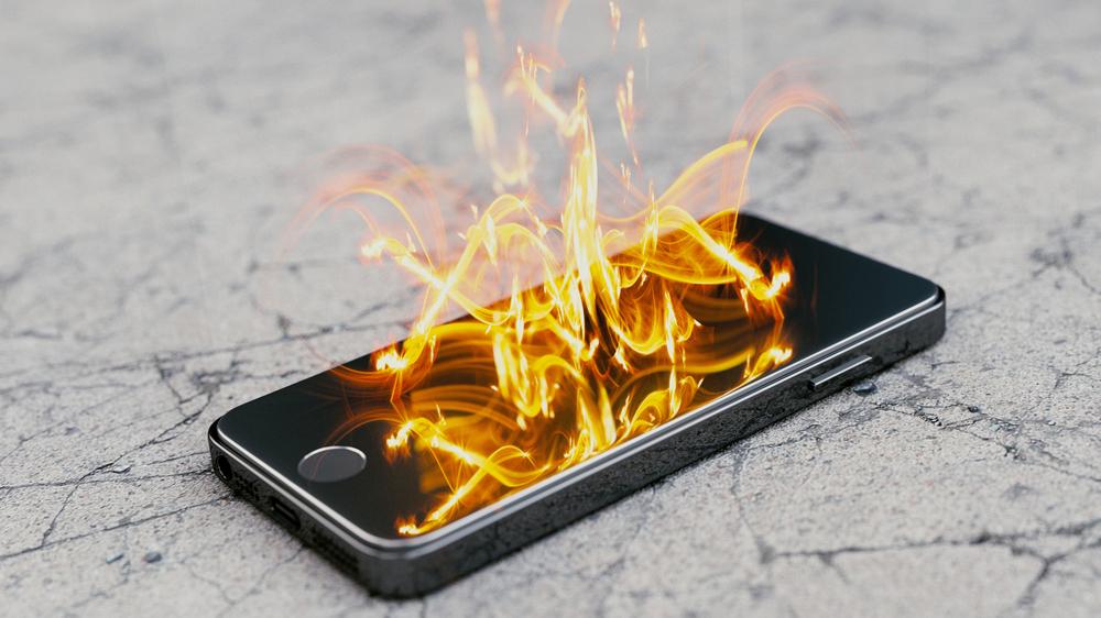 Cosa fare nel caso in cui la batteria dello smartphone prenda fuoco