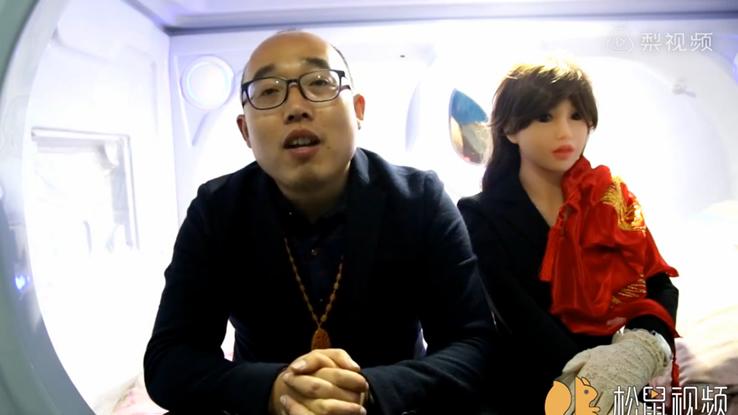 Ingegnere cinese si costruisce la moglie robot e la sposa