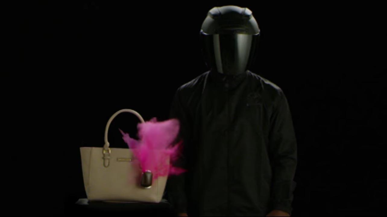"""Dalla Malesia la borsa che """"esplode"""" e macchia il ladro"""