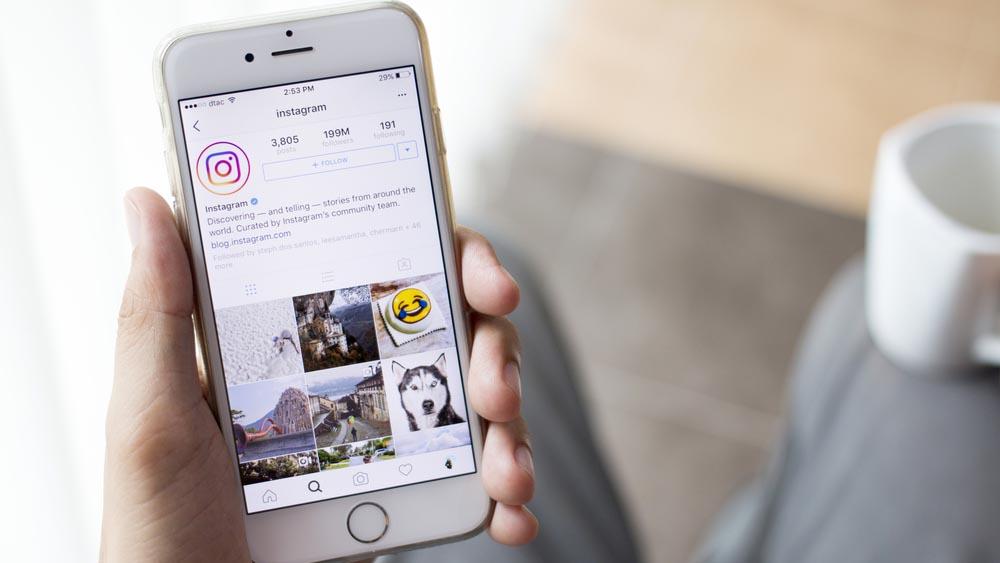 Instagram, foto e video si caricano anche dal web