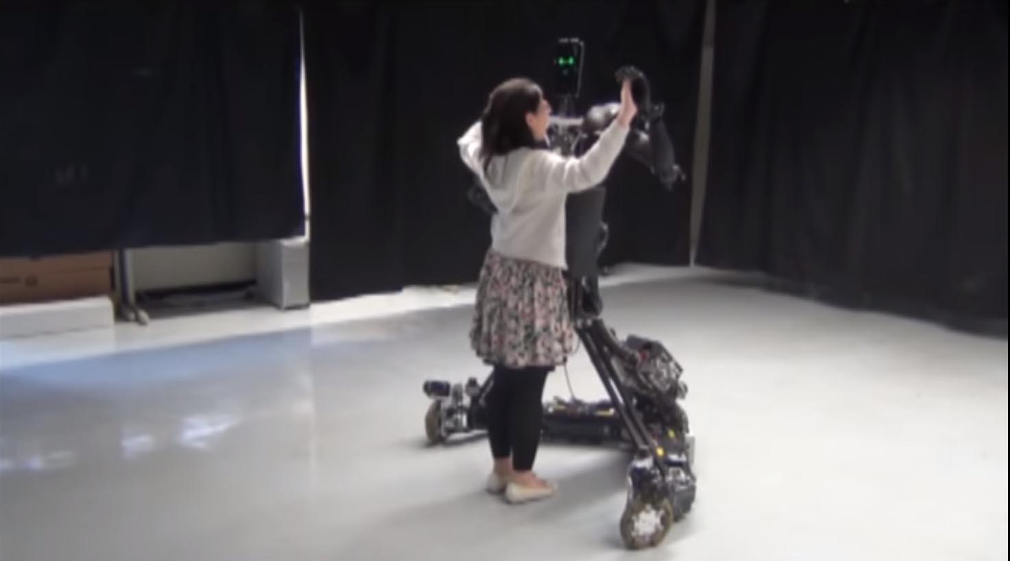 Il robot maestro che ti insegna a ballare